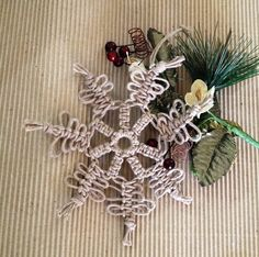 Christmas decor macrame in corda #snowflakes #macrame #homedecor available here https://www.etsy.com/it/listing/255450826/snowflake-ornaments-set-of-3-macrame?ref=shop_home_active_13