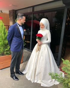 You are very beautiful natural squares are very beautiful ❤️. 0555 583 00 … – Best Of Likes Share Bridal Hijab, Muslim Wedding Dresses, White Wedding Dresses, Wedding Gowns, Bridal Hair, Makeup Hijab, Marriage Dress, Pre Wedding Photoshoot, Abaya Fashion