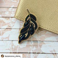 #Repost @n.s.handmade • • • • • Долго не могла поделиться этой красоткой💎 с вами. Теперь, когда этот подарок💎 вручён @corona.hm 💞,показываю… Beaded Jewelry Designs, Handmade Beaded Jewelry, Brooches Handmade, Bead Jewellery, Hand Embroidery Stitches, Hand Embroidery Designs, Beaded Embroidery, Bead Embroidery Jewelry, Embroidery Fashion