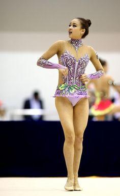 Gymnastics Poses, Gymnastics Photography, Gymnastics Pictures, Sport Gymnastics, Artistic Gymnastics, Rhythmic Gymnastics, Female Gymnast, Olympic Athletes, Female Athletes