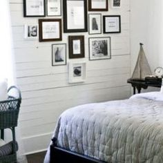 Love the accent wall with the horizontal boards. Very beachy.