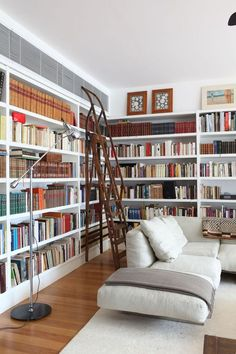 We want to show you a collection of inspirational ideas for your own home library, which can be a great addition to your overall home interior design. Home Library Design, Home Interior Design, Dream Library, Deco Boheme Chic, Home Libraries, Sweet Home, New Homes, Library Ladder, Library Bookshelves