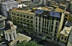 În urma cu aproape un secol, înanii '20, un renumit arhitect bucurestean al acelor vremuri, Arghir Culina, construia Hotelul Paris, numit ulterior Hotelul Muntenia. În prezent, elegantul imobil, construit în centrul Capitalei, zace în paragina. B365.ro va prezinta o galerie foto impresionanta cu imagini din hotelul parasit, situat în inima Bucurestiului. Modernism, Romania, Abandoned, Street View, Paris, Left Out, Modern Architecture, Montmartre Paris, Paris France