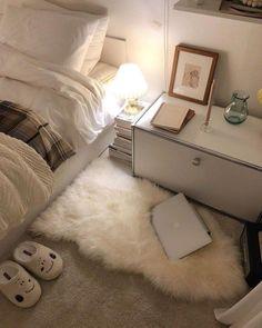 Cozy bedroom decor Home Decor Dream Rooms, Dream Bedroom, Minimalist Room, Minimalist Apartment, Room Goals, Aesthetic Room Decor, Cozy Room, Fashion Room, House Rooms