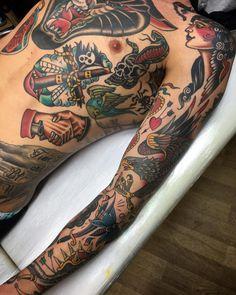 old school sleeve, americana tattoo, tatto old, old tattoos Torso Tattoos, Old Tattoos, Life Tattoos, Arm Tattoo, Body Art Tattoos, Sleeve Tattoos, Tattoos For Guys, Sanduhr Tattoo Old School, Old School Tattoo Designs