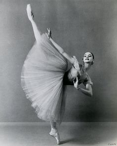 Suzanne Farrell by Martha Swope Ballet Poses, Ballet Art, City Ballet, Dance Poses, Ballet Dancers, Ballet Pictures, Ballet Images, Dancer Photography, Vintage Ballet