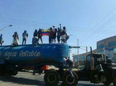 Fotos| Margariteños en la calle, a un mes de protestas  Leer más en: http://www.ultimasnoticias.com.ve/noticias/actualidad/politica/margaritenos-celebran-un-mes-de-protestas-con-barr.aspx#ixzz2vnDxn4ay