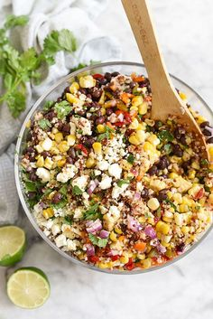 Southwest Quinoa and Grilled Corn Salad is a simple but flavor packed side dish. Could substitute Sorghum in for Quinoa! Healthy Salads, Healthy Eating, Healthy Recipes, Healthy Lunches, Summer Vegetarian Recipes, Fast Recipes, Dinner Healthy, Honey Lime Vinaigrette, Grilled Corn Salad