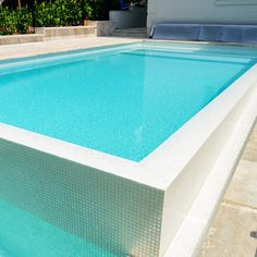 Mosaic tile from Ezarri specially designed for cladding interiors, swimming pools, spas, saunas and wellness spaces. Backyard Pool Designs, Swimming Pools Backyard, Backyard Ideas, Modern Pools, Outdoor Living, Outdoor Decor, Outdoor Ideas, Pool Furniture, Backyard Paradise