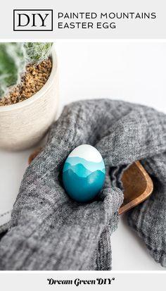 An easy Easter holiday craft idea! Cool Easter Eggs, Ukrainian Easter Eggs, Blue Ridge Mountains, Diy Leather Handle, Eastern Eggs, Easter Egg Designs, Easter Ideas, Easter Weekend, Mountain Paintings