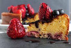 Receta Tarta de chocolate blanco con fresas y arándanos