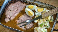 Pokud sipotrpíte nadobré pečené maso, určitě byste neměli vynechávat anihovězí pečeně. Štěpánská patří ktěmnejzákladnějším receptům, apokud jívěnujete dostatek času vtroubě, bude maso takkřehké, žesebude rozpadat.