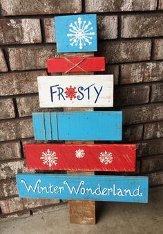 Break Down a Pallet the Easy way for Wood Projects - Woodworking Finest Wooden Pallet Christmas Tree, Pallet Projects Christmas, Wooden Christmas Crafts, Pallet Tree, Wooden Pallet Projects, Pallet Crafts, Christmas Mantels, Wooden Pallets, Christmas Signs