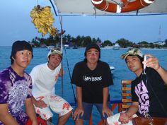 Maldives surf trip.  I was my best surf trip ever.    モリディブのサーフトリップ    今でで、一番最高でした!  船で一周間ぐらい住んで、いろんな島を回りました。    ⇒ http://www.facebook.com/ichigosag