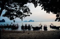 long tail boats in Tonsai Beach, Ao Nang Bay, Krabi #Thailand by The Frenchie Abroad www.thefrenchieabroad.com