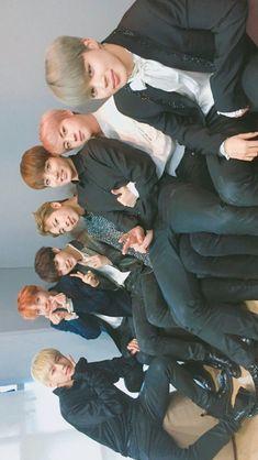 Seokjin, Hoseok, Bts Memes, K Pop, Kdrama, Bts Group Photos, Les Bts, Gifs, Bts Lockscreen