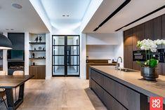 Preferro metaaltechniek - Project Oss - Hoog ■ Exclusieve woon- en tuin inspiratie. Luxury Kitchen Design, House Entrance, Sweet Home, Interior, Modern, Projects, Furniture, Showroom Ideas, Home Decor