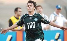 Palmeiras apresenta atacante Kléber nesta sexta (08)