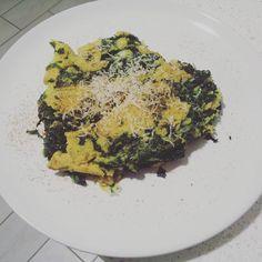 Buona cena #frittataspinaci #farinadiceci #formaggiofuso #nocemoscata #scalogno #cucinare #cucina #nuovigusti #nuovapassione