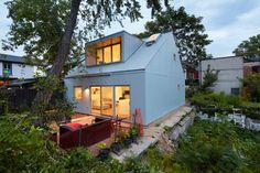 Superkül Design A Small Laneway House In Toronto - http://www.interiordesign2014.com/architecture/superkul-design-a-small-laneway-house-in-toronto/