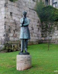 Arnaldo Gama estátua em bronze  Arnaldo de Sousa Dantas da Gama (Porto, 1 de Agosto de 1828 — Porto, 29 de Agosto de 1869) foi um jornalista e escritor português, autor de romances de ambiente histórico