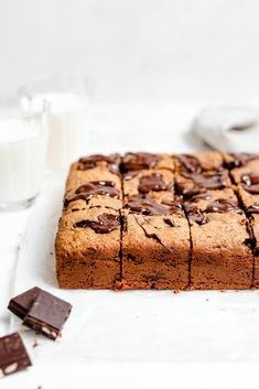 Paleo Chocolate Chip Banana Bread is the ultimate healthy dessert/snack! This banana bread recipe is dairy-free, gluten free, & grain free! Banana Bread Bars, Gluten Free Banana Bread, Banana Bread Recipes, Paleo Chocolate Chips, Chocolate Chip Banana Bread, Raw Chocolate, Vegan Dessert Recipes, Grain Free, Dairy Free