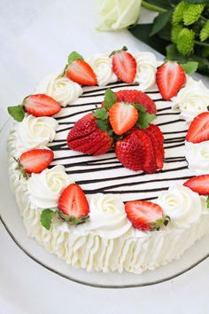 Strawberry Sweets, Strawberry Dessert Recipes, Fun Desserts, Strawberry Cake Decorations, Cake Decorating Designs, Cake Decorating Supplies, Cake Designs, 15th Birthday Cakes, Pretty Birthday Cakes