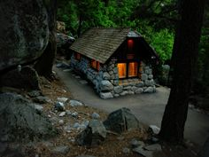 CURB APPEAL – another great example of beautiful design. Stone Forest Cabin, Yosemite, California photo via elaine. Stone Cottages, Cabins And Cottages, Stone Houses, Small Cabins, Little Cabin, Little Houses, Cozy Cabin, Cozy Cottage, Stone Cabin