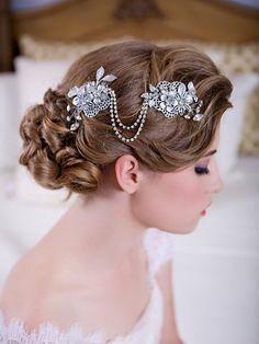 Silver Crystal Hair Swag Forehead Chain Headdress by GildedShadows Bridal Veils And Headpieces, Bridal Headdress, Headpiece Wedding, Wedding Updo, Wedding Hairstyles, Feather Headdress, Hair Chains, Wedding Hair Inspiration, Wedding Ideas