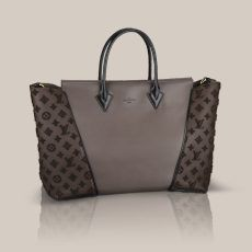 W GM via Louis Vuitton. Love the W Bag Collection. Especially in the Cuir Orfèvre/Veau Cachemire combo.