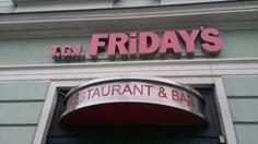 También había T.G.I. FRIDAY'S..me gusta mucho comida de América.
