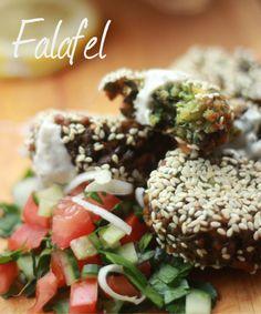 Falafel with yogurt saus - Nasjonal Gastro Hors D'oeuvres, Falafel, Caprese Salad, Yogurt, Vegetarian Recipes, Yummy Food, Snacks, Vegan, Models