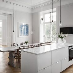 Morning everyone! We could easily have breakfast in this lovely Stockholm apartment. Holy Wafer handles in steel adds that little detail too this sleek kitchen island.