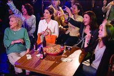 Grandma Annie (Betty White), Margaret Tate (Sandra Bullock), Grace Paxton (Mary Steenburgen), Gertrude (Malin Akerman) ~ The Proposal ~ Movies Stills The Proposal Movie, The Proposal 2009, All Movies, Great Movies, I Movie, Betty White, Sandra Bullock The Proposal, The Wedding Singer, Star Wars