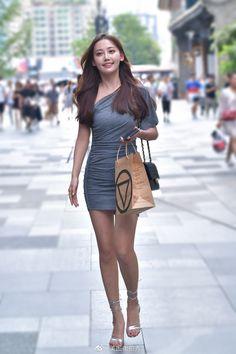 微博 Good Woman, Sexy Outfits, Korean Girl Fashion, Womens Fashion, Look Girl, Cute Japanese Girl, Mode Chic, Tights Outfit, Beautiful Asian Girls