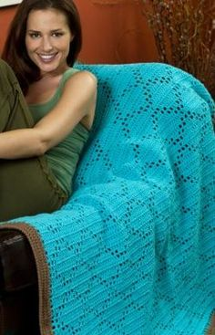 Easy Crochet Diamonds Throw- FREE pattern- a fun gift idea- make it for a baby gift or for the holidays!