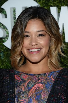 Gina Rodriguez Short Wavy Cut - Gina Rodriguez sported beach-chic ombre waves at the CBS Summer TCA Party.