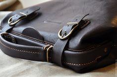 b59c4e829fcc Купить Саквояж из натуральной итальянской кожи цвета темного шоколад -  коричневый, саквояж, докторская сумка