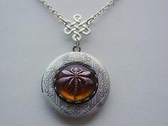 Tchèque de verre ambre Dragonfly Antique Silver Locket avec noeud celtique goutte chaîne libellule sur ambre Collier gravé à l'eau-forte