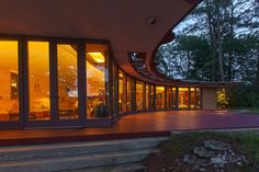 Stunning Lakeside Home by Frank Lloyd Wright Hits the Market for $2.75 Million…