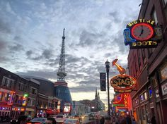 And then onto a very different Tennessee... #downtownnashville #honkytonkcentral #honkytonkin #countrymusic #touristing