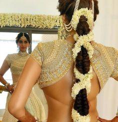 Wedding hairstyles pakistani saris Ideas for 2019 - Indian designer suits - Indian Wedding Hairstyles, Bride Hairstyles, Sonam Kapoor Hairstyles, Hairstyle Ideas, Hairstyles With Lehenga, Mehndi Hairstyles, Indian Wedding Outfits, Updo Hairstyle, Latest Hairstyles
