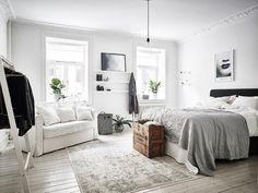 46 The Best Scandinavian Bedroom Interior Design Ideas Bedroom Apartment, Home Bedroom, Modern Bedroom, Bedroom Decor, Trendy Bedroom, Studio Apartment, Design Bedroom, Bedroom With Couch, Bedroom Furniture