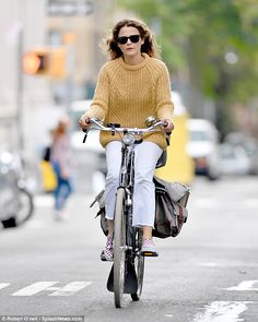 Keri Russell - Going for a Bicycle Ride in Brooklyn Women's Cycling Jersey, Cycling Jerseys, Keri Russell Style, Retro Stil, Cycle Chic, Bike Style, Latest Outfits, Cycling Outfit, Sweater Weather
