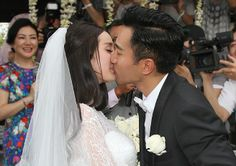Chinese actress Yang Mi and Hong Kong actor Hawick Lau tied the knot in Bali, Indonesia, January 8, 2014. Surrounded by close friends and families, the couple exchanged their vows and wedding rings with full blessings.