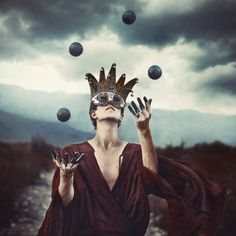 The Entertainer by Robby Cavanaugh, 2011.   Only when I dropped a ball, because it wasn't working for me anymore, was I capable of responding to what was going on in the realities around me. I was not being myself, and myself is excessively responsive.
