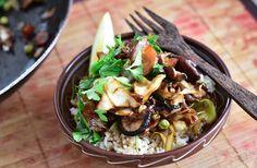 Fitt fazék kultúrblog : Ázsiai sült zöldségek, barna jázminrizzsel. Vegán.