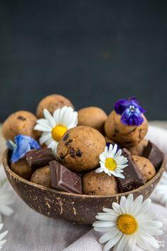 Protein Cookie Dough Balls - Mrs Flury - gesunde Rezepte Healthy Sweet Treats, Healthy Recipes, Kayla Itsines, Energy Bites, Muffin, Sweets, Cookies, Breakfast, Desserts