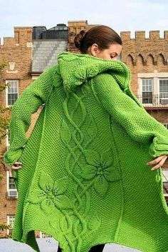 Schöner Strickmantel in Frühlingsgrün. Vogue Knitting, Crochet Clothes, Pulls, Knitting Projects, Knitting Patterns, Crochet Patterns, Afghan Patterns, Amigurumi Patterns, Knitwear