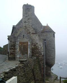 Also Pointe-du-Van Beautiful Buildings, Beautiful Places, Chateau Medieval, Beau Site, Brittany France, Medieval Houses, Fantasy Places, France Travel, Paris France